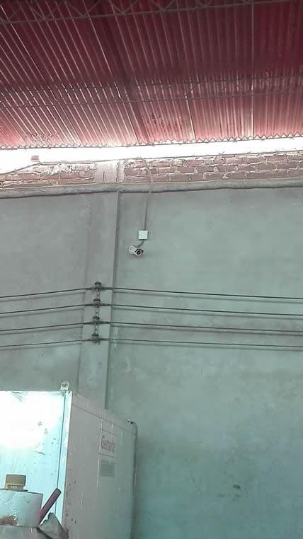 Cámara de seguridad exterior colocada en area de producción de pieles