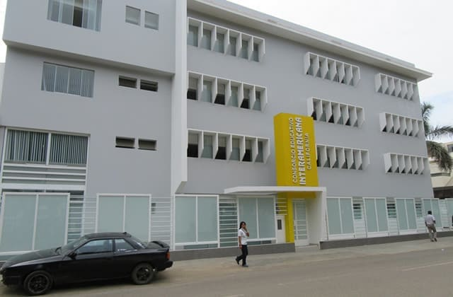 Fachada Colegio Interamericano de California