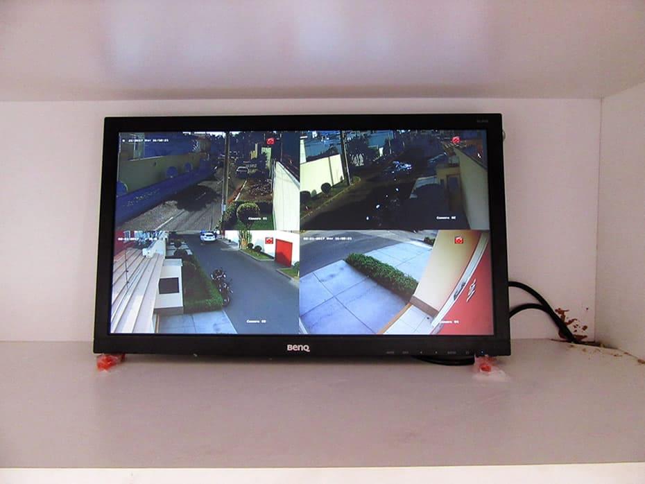 Gabinete para monitoreo de cámaras de seguridad, vista frontal, toma fotográfica mas cercana