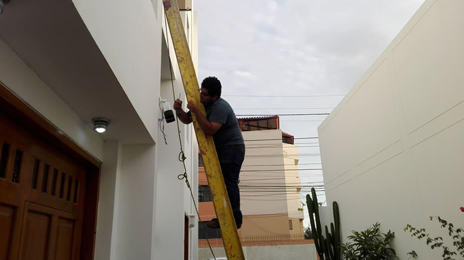 Instalación de cámara de seguridad Hikvision, en casa de cliente en Urb. El Golf, Trujillo