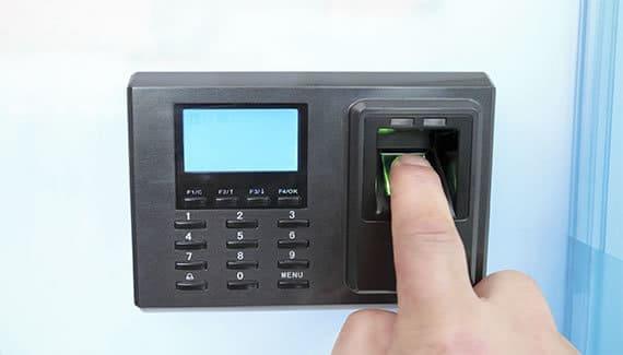 Dispositivo biométrico para el control del personal